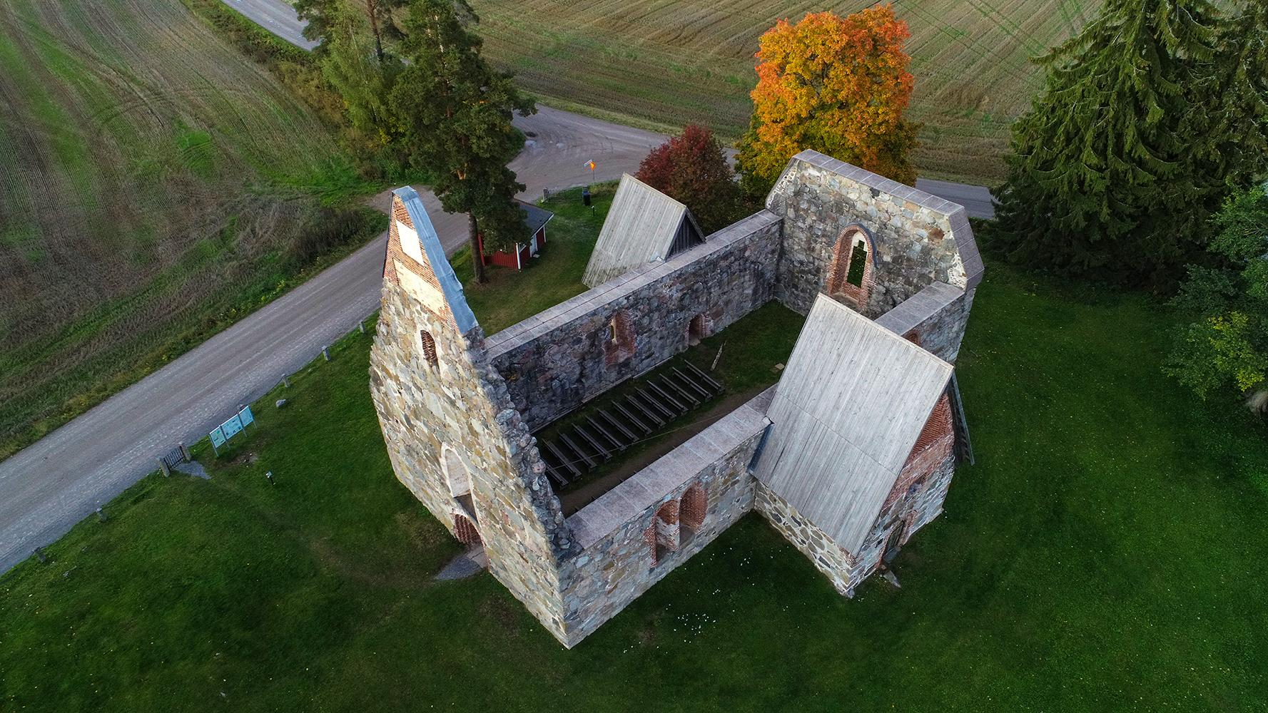 Valokuvaaja Timo Ahola - Drone-ilmakuvaus - Pälkäneen kivikirkko - Pälkäne (c) Valokuvaaja Timo Ahola